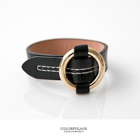 手環 經典黑色復古感白色車線設計穿帶皮革手鍊 金色扣頭帥氣街頭風 柒彩年代【NA354】隨性休閒