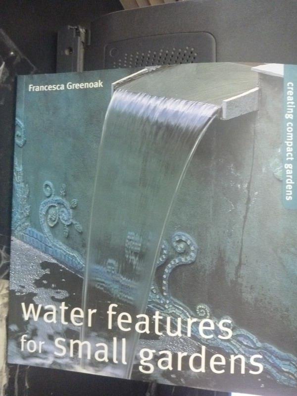 【書寶二手書T2/園藝_ZDP】Water features for small gardens_Greenoak