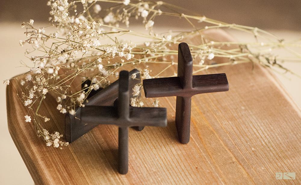 【水顏木房】-十字架   //胡桃木/原木/手握式/手作家具/禱告/祈福/飾品/吊飾