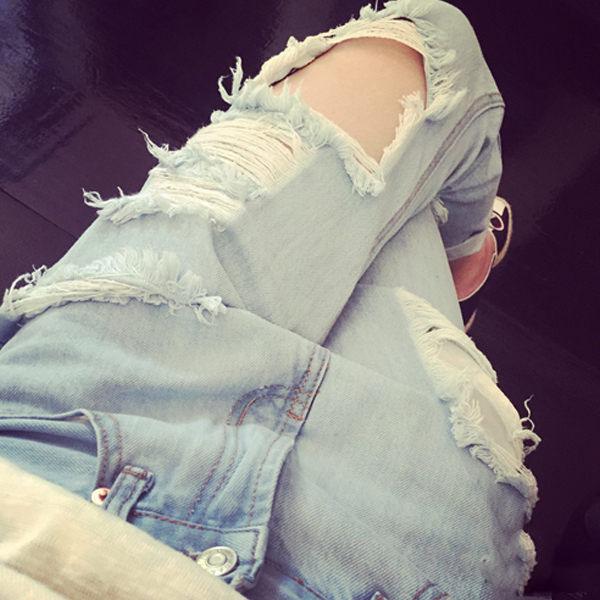 PS Mall 韓版個性淺色破洞抽鬚牛仔褲 窄管褲 長褲【T700】