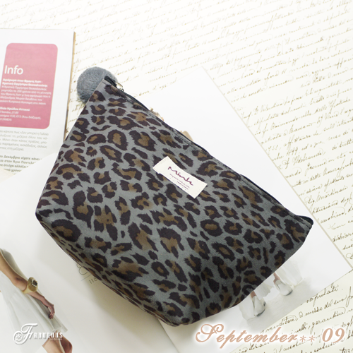 寶貝窩 Pleasantly【MI0511C】韓國直送韓製Mink仿麂皮輕熟甜美深灰底豹紋化妝包
