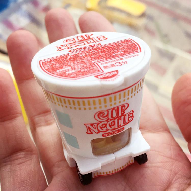 PGS7 日本卡通系列商品 - omica 多美日清 杯麵 泡麵 小汽車 小車車 玩具車