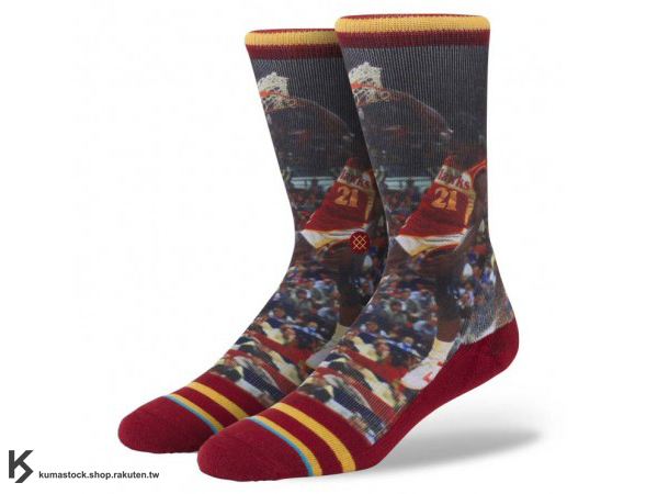 2013 美國加州 襪子 品牌 STANCE SOCKS x NBA 官方授權 NBA LEGENDS 傳奇球星系列 DOMINIQUE WILKINS 亞特蘭大 老鷹 黑色轟炸機 正反面滿版印刷 中長筒襪 (M320D13DOM) !