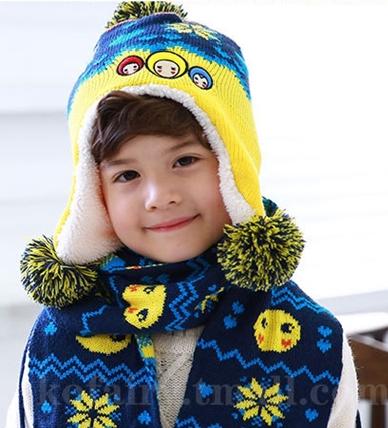 Kofairy◆秋冬保暖雪花大頭娃娃造型拚色毛球兒童毛絨帽+圍巾 2件套 - 藏青色