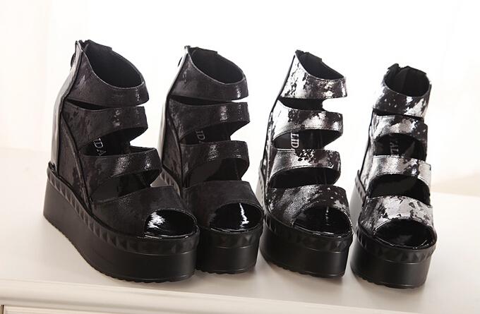 鉚釘金屬感厚底防水台拉鍊松糕鞋涼鞋-黑/銀35-39預購【no-40365864701】