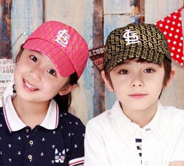 WallFree窩自在★注目款時尚亮色印花字母刺繡兒童鴨舌棒球帽
