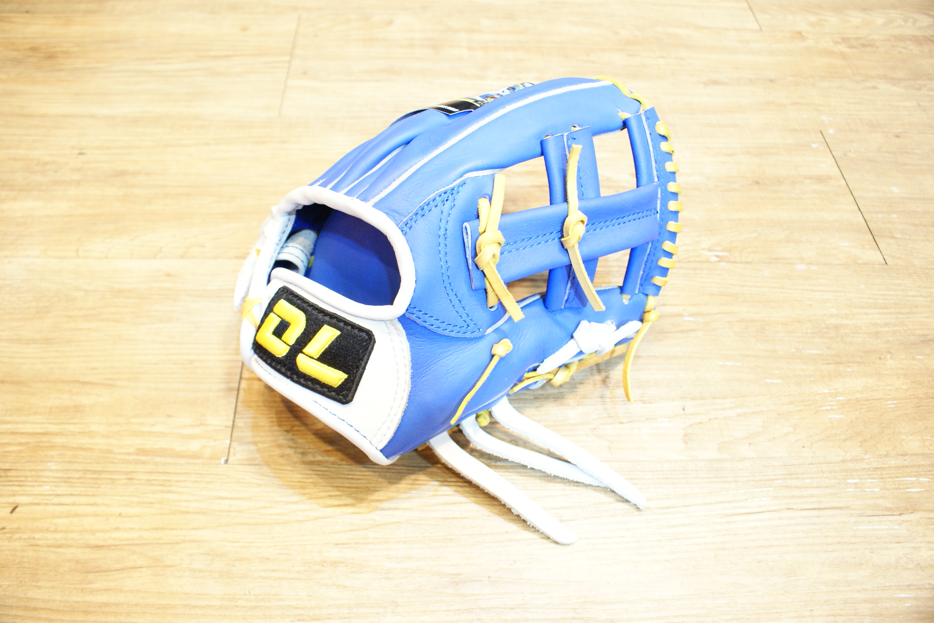 棒球世界 全新DL 職業組棒壘球內野手手套 特價 西武藍