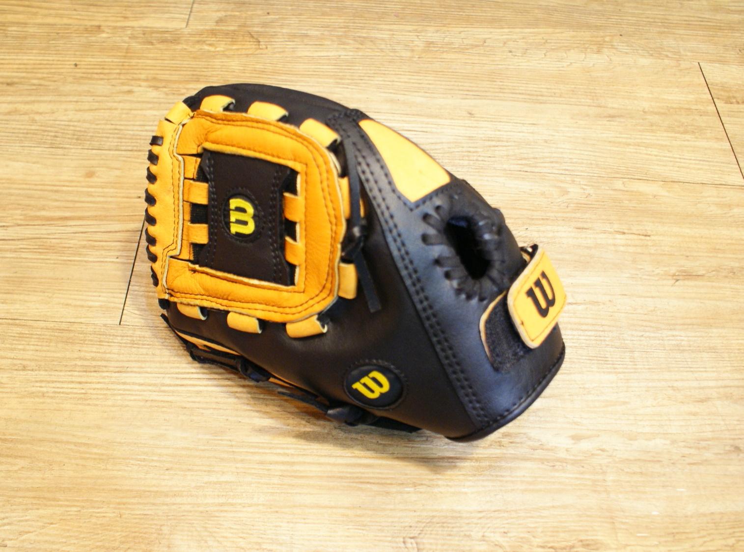 棒球世界全新Wilson國小用豬皮手套 特價 11吋 反手用