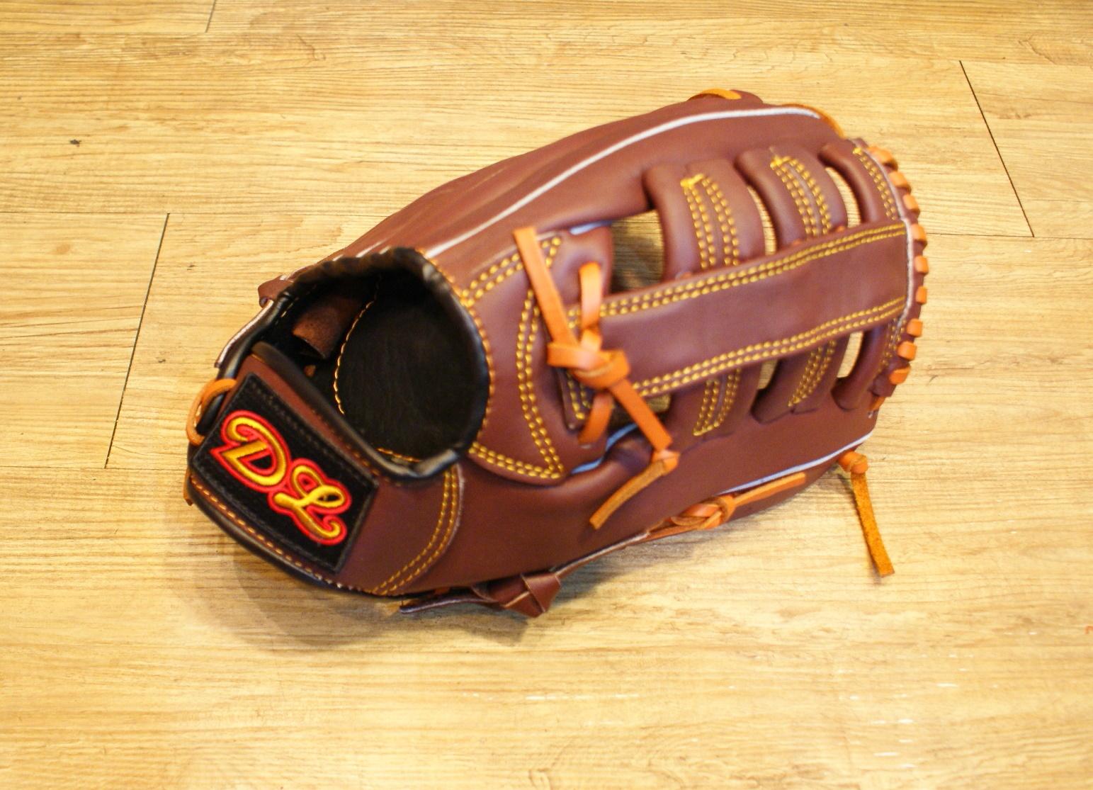 〈棒球世界〉DL外野雙十字咖啡色訂製款 13吋棒壘手套 特價 送手套袋