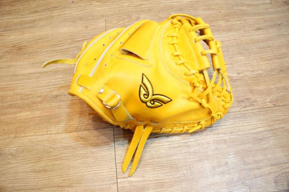 棒球世界 全新日本品牌Glom補手棒球手套 美國小牛皮 店家訂製款 特價