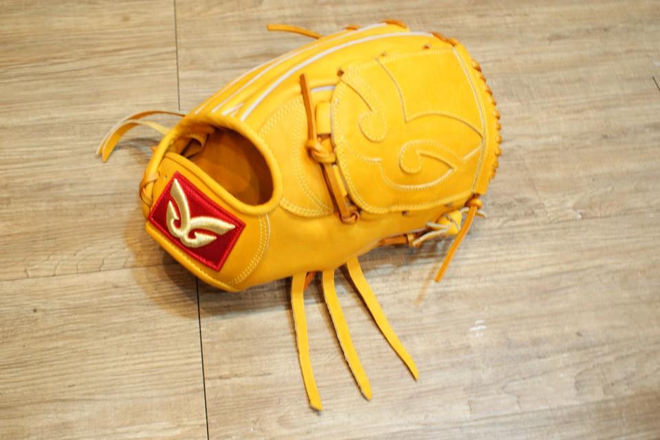 棒球世界 全新日本品牌Glom棒球投手手套 美國小牛皮 店家訂製款 特價 原皮 正手