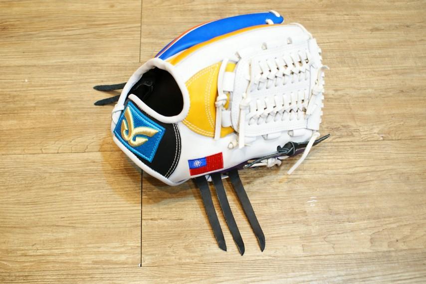 棒球世界 全新日本品牌Glom棒球投手手套 美國小牛皮 台灣國旗訂製款 特價/