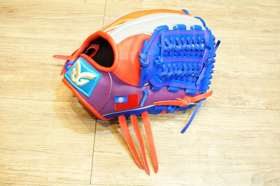 棒球世界 全新日本品牌Glom棒球投手手套 美國小牛皮 台灣國旗訂製款 特價