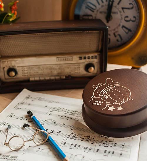 木製 發條式 選轉音樂盒 客製化 禮物-水瓶座 男孩