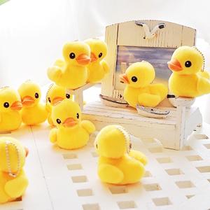美麗大街【102092505】黃色小鴨筆套珠鍊吊飾絨毛公仔玩偶