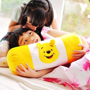 美麗大街【103032422】12吋可愛卡通小熊維尼圓筒型抱枕