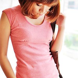 美麗大街【103062120】休閒純色後挖洞圓領長版肩連袖T恤上衣