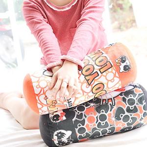 美麗大街【1031003】HELLO KITTY搖滾KISS系列造型12吋圓筒抱枕