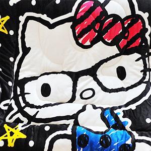 美麗大街【103110308】三麗鷗HELLO KITTY哈囉眼鏡黑色款雙面花色冬季暖暖法蘭絨毛毯被