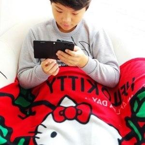 美麗大街【104020513】三麗鷗Hello Kitty紅色蘋果兒童四季毛毯披肩毯被冷氣毯