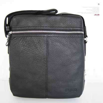 p-3099b【PIAA 皮亞 】100%真皮 ☆個性塑造男用側背包(黑)
