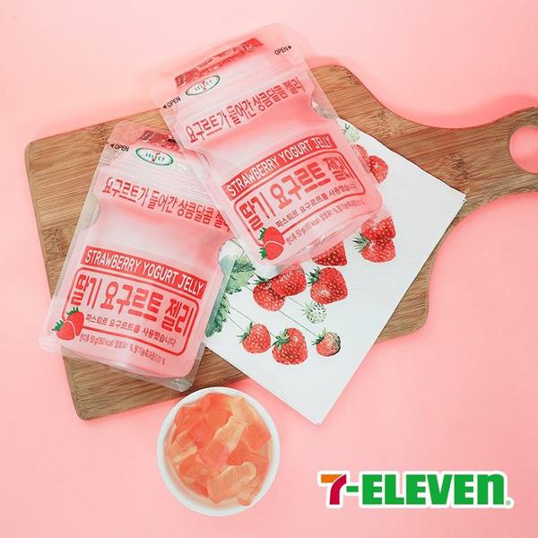 韓國 7-11新品 限定發售養樂多草莓軟糖 50g