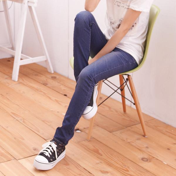 ☆眼圈熊☆N65完美修身曲線.完美刷色壓皺後口袋W車線窄管牛仔褲(M-7L)