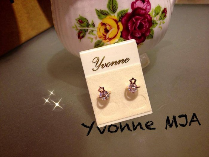 *Yvonne MJA珠寶首飾品*小清新氣質玫瑰金奧地利水晶可愛小星球土星造型耳環
