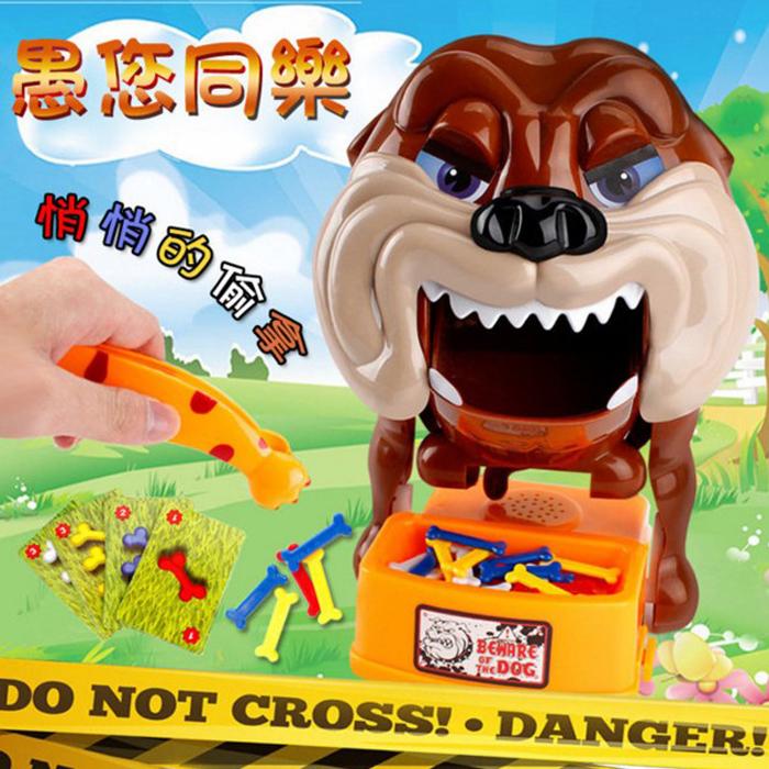 tangyizi輕鬆購【DS119】家有惡犬 小心惡犬 惡狗偷骨頭 猛犬注意 家有惡犬 聖誕節 桌游 親子遊戲 聚會