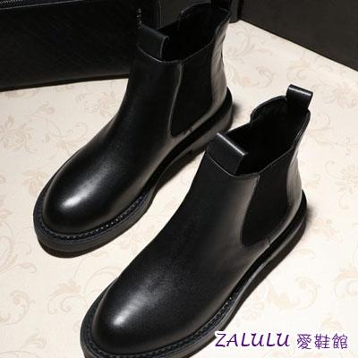 ☼zalulu愛鞋館☼ KE044現貨出清 帥氣鬆緊帶漆皮圓頭平底低跟短筒馬丁靴-偏小-黑-36-39