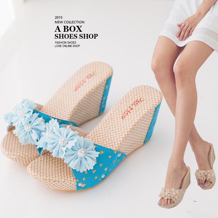 格子舖*【ANS747】花朵編織拼接皮革 8CM楔型厚底增高拖鞋 2色