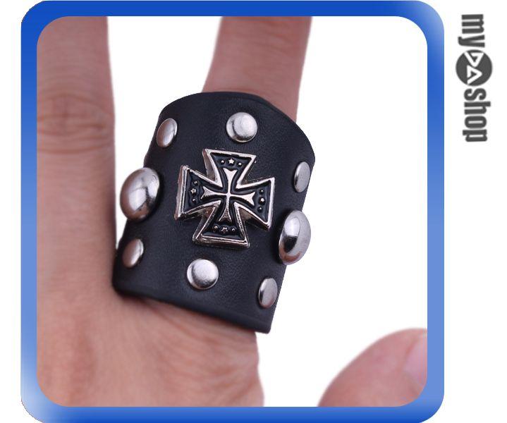 《DA量販店》龐克 個性 戒指 指環 飾品 皮質 十字 鉚釘 重機 時尚 配件 指環(79-6406)