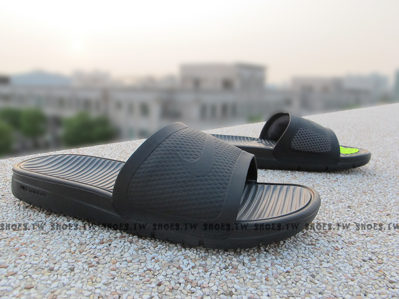 Shoestw【431884-001】NIKE BENASSI SOLARSOFT SLIDE拖鞋 黑灰 男生