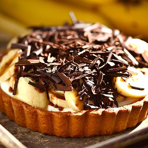 【派特小姐】香蕉巧克力塔:巧克力與香蕉的黃金組合:在香酥的塔皮上方,鋪上滿滿的新鮮香蕉,上面灑上香濃的生巧克力片★