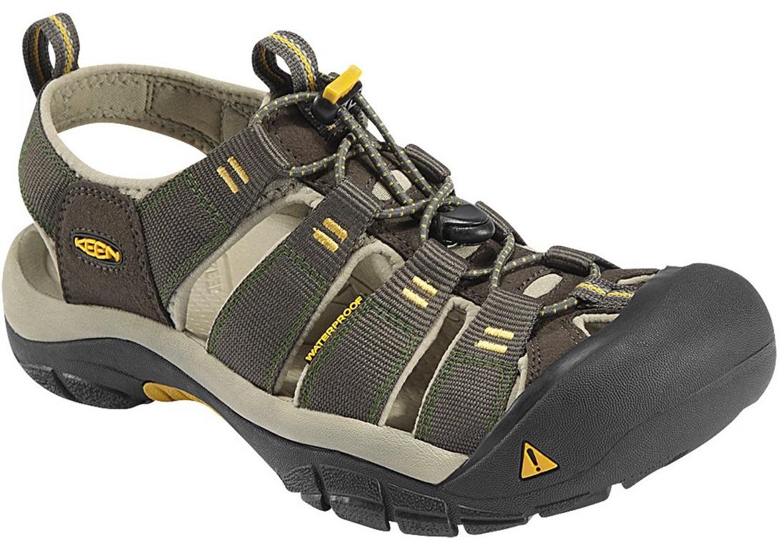 《台南悠活運動家》 KEEN 美國 男戶外護指涼鞋 深灰/黃 1008399