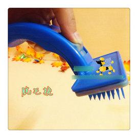 【寵物脫毛梳-塑膠-小號-梳面10*4.5cm】狗狗除毛梳 狗狗梳子 去除掉毛梳子 褪毛梳掉毛刷-79012
