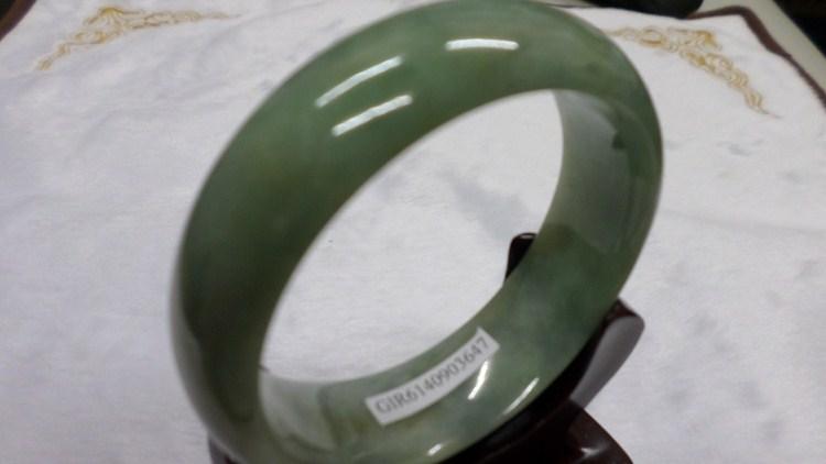 【翡翠淘寶坊】手環.玉鐲w2024/糯種三彩  19.5圍  寬17mm