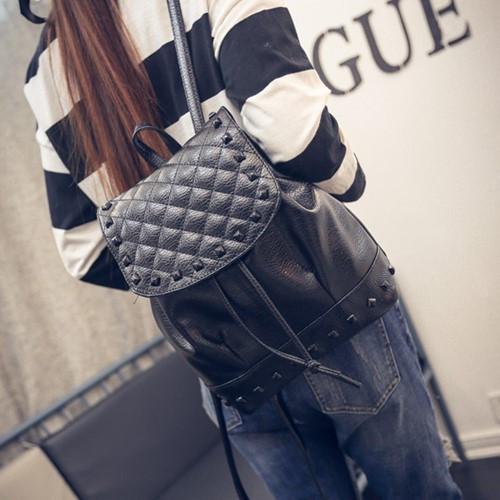 後背包-鉚釘菱格休閒後背包-黑色-ab01-寶來小舖 現貨販售
