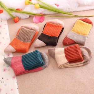 * Anne&Alice包包購 * ~精選實用創意小物專區~全新拼色保暖兔羊毛襪子女襪~多色可選~*