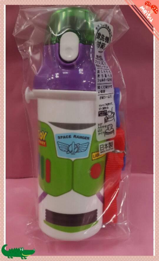 【淘氣寶寶】日本製 日本彈蓋式直飲式水壺480ml [玩具總動員/巴斯光年] ~附可拆式背帶及姓名貼紙
