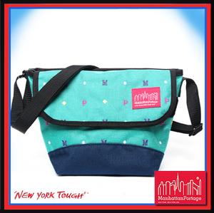 【騷包館】曼哈頓 紐約品牌 刺繡字體款小郵差包 綠藍 MP1603-ARC-AQU Manhattan Portage