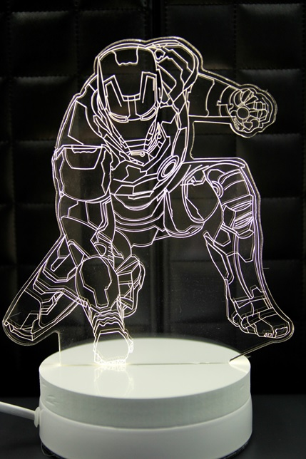 LED 造型 3D立體燈 跪姿鋼鐵人 可變換3種燈色 高雅白色 半木質底座 質感佳 小夜燈 氣氛燈 生日禮物 聖誕禮物