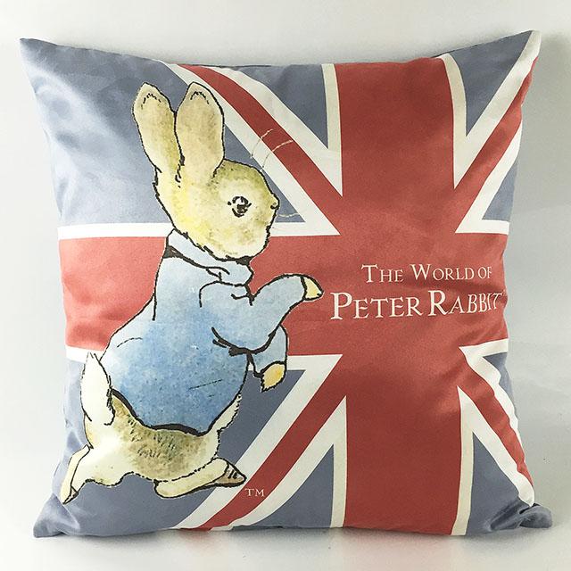《Annie's Friends》 Peter Rabbit 比得兔麂皮抱枕【跑兔國旗】