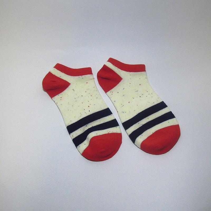 【滿2送1】彩點素面條文短襪(紅色)