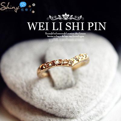 【20A55】shiny藍格子-甜春宣言.精美獨特V形設計款鑲鑽小指戒/指尾戒