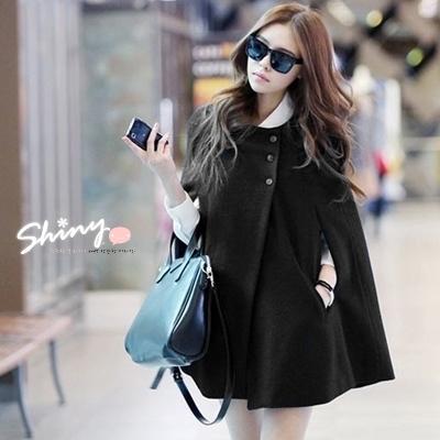 【5679】shiny藍格子-時尚隨性.單色系三釦造型斗篷式長版大衣毛呢外套