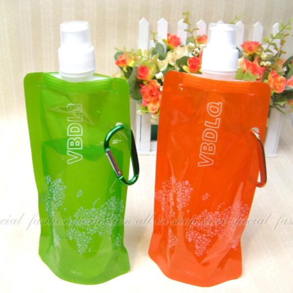 時尚折疊環保運動水壺 創意可掛式折疊冷水袋 冷水壺 輕巧便利7色【DN382】◎123便利屋◎