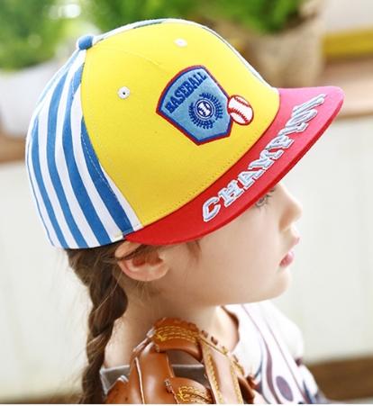 Kocotree◆時尚質感刺繡字母棒球徽章兒童休閒運動鴨舌棒球帽-紅色帽檐