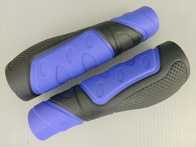 《意生》黑藍下標區_兩長CKC雙色人間肉球手握 凹凸點設計防滑舒適好握不黏手 減壓輕鬆好配色 四色可選把手握把