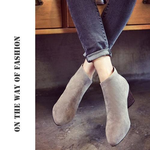短靴-絨面側v後拉鍊粗跟踝靴